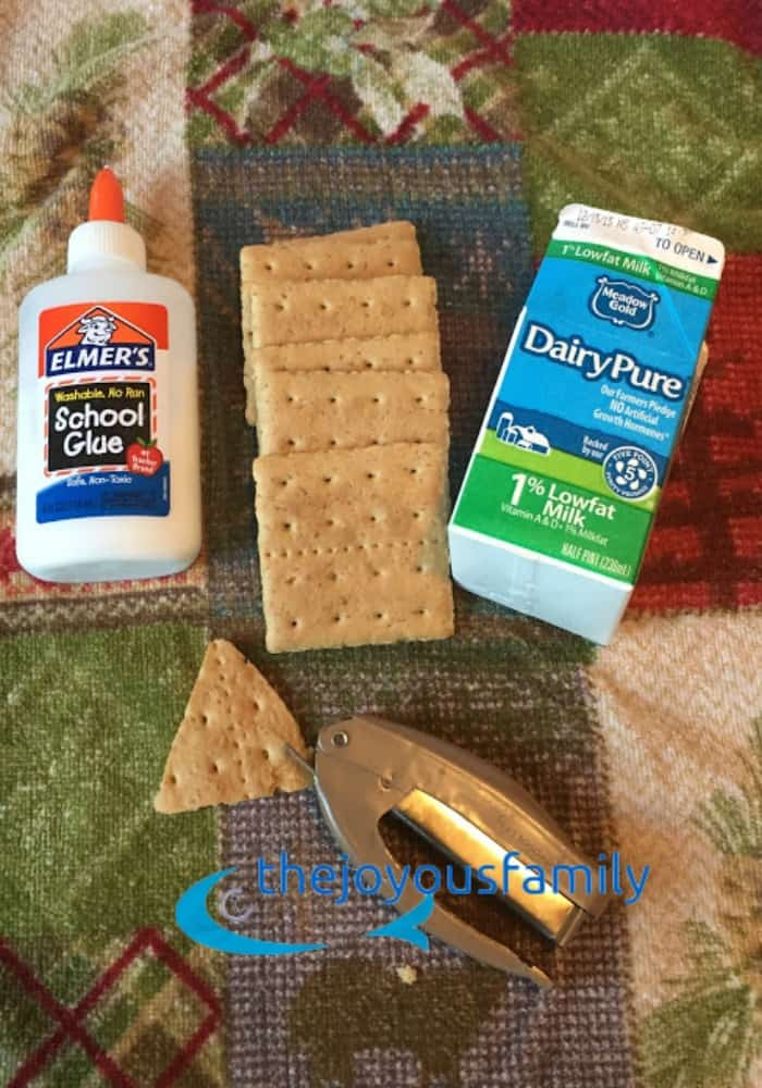 Easy no bake gingerbread houses for toddlers